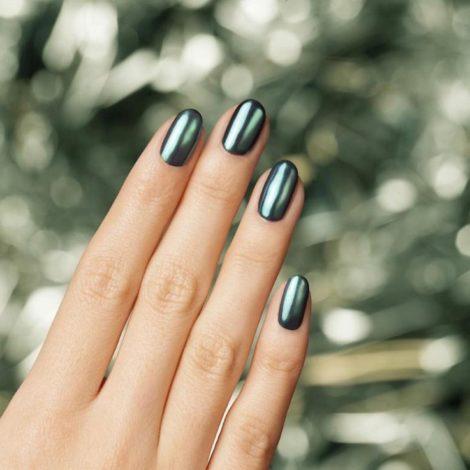 Budite zapaženi po genijalnim metaliziranim noktima: otkrivamo nijanse kojima je teško odoljeti
